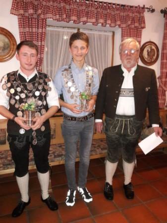 Schützenkönig Thomas Mühlberger und Jungschützenkönig Maxi Anner mit Schützenmeister Gebhard Mayer